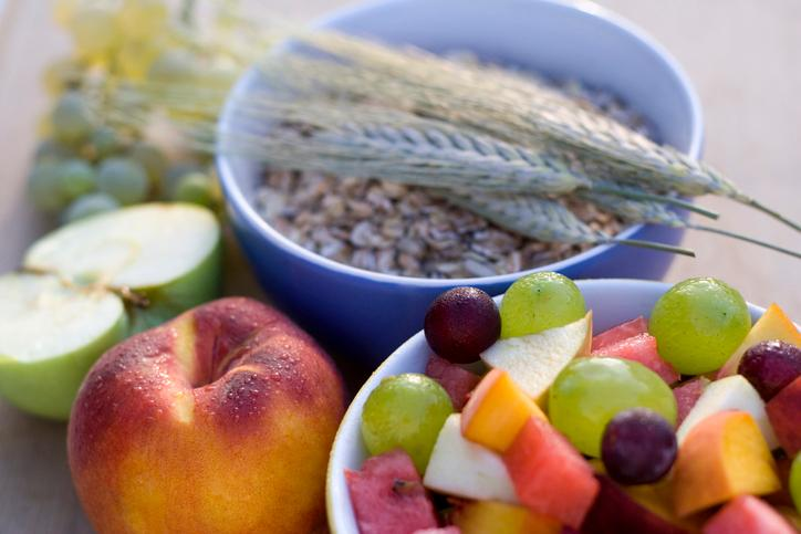 Grab fiber-rich fruits and cereals in the morning for Suhoor - they are quick and easy to prepare, too!