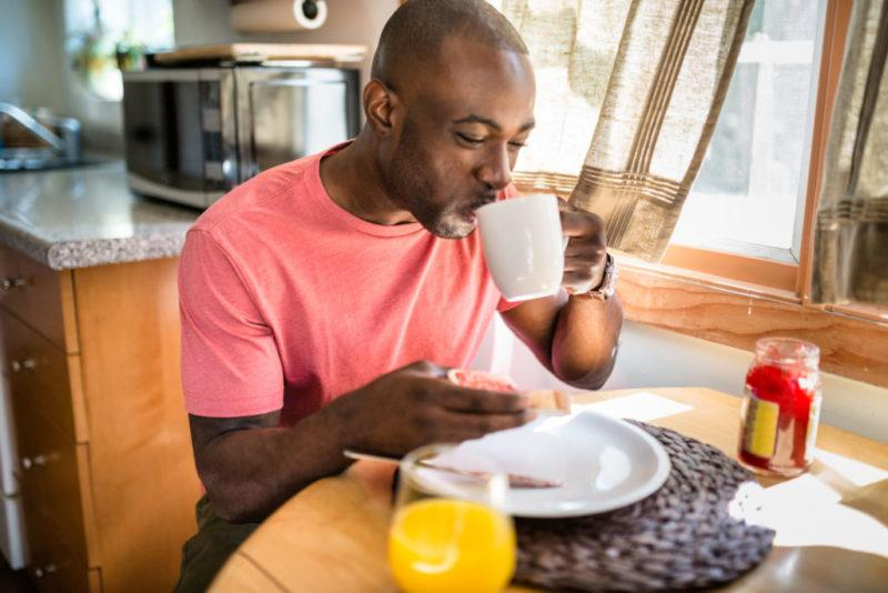 Having a late breakfast, or early dinner, and eating without distractions can help you better tune into your hunger sensations and satiety levels.